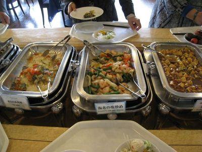 北中城村 『ホテルコスタビスタ沖縄』ランチバイキング料理1