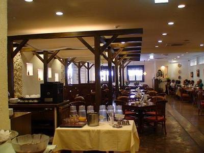 那覇セントラルホテル内レストラン 九年母亭(くにぶてい)の店内雰囲気