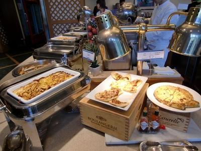 ラグナガーデンホテル レストラン「パセオガーデン」のランチバイキング ピザ