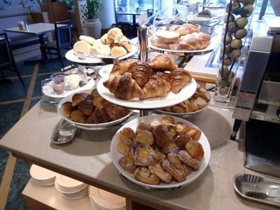 ラグナガーデンホテル レストラン「パセオガーデン」のランチバイキング パン