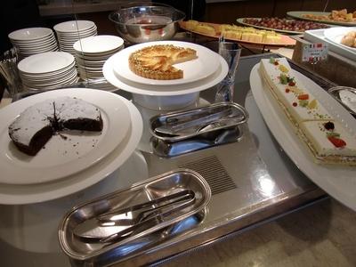 ラグナガーデンホテル レストラン「パセオガーデン」のケーキ1